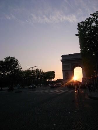 夕暮れの凱旋門